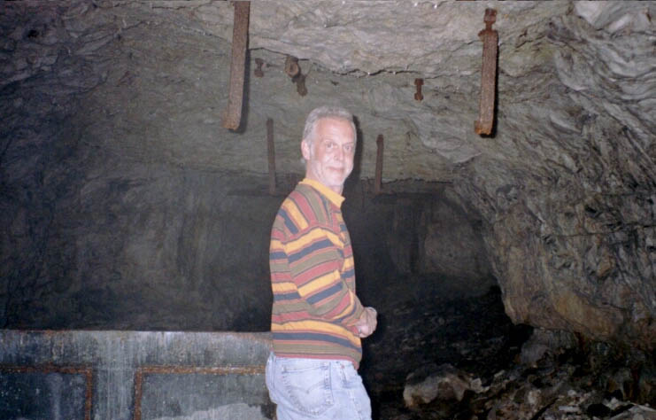 Alan - Cave
